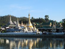 Mae Hong Son City and Temple Tour
