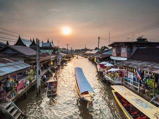 Bangkok - Ampawa - 32km (L, D)