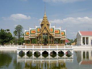 Ayutthaya - Bang Pa In - Bangkok - 32km (B, L)