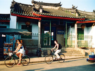 Hue – Hoian Walking Tour (B, L)