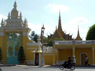 Phnom Penh Arrival – City Tour (L)