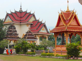 Vientiane – Pakse – Tad Fan (B, L)