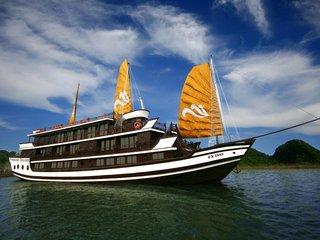Hanoi - Halong Overnight Cruise (B, L, D)
