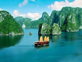Hanoi – Halong – Hoian (B, L, D)