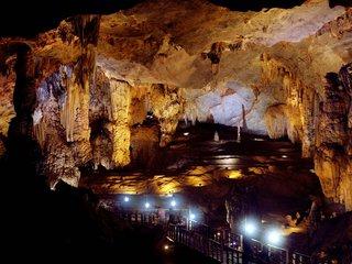 Hanoi – Dong Hoi – Phong Nha Cave (B, L)