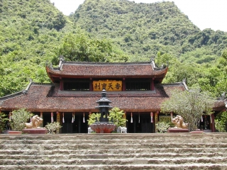 Perfume Pagoda Tour