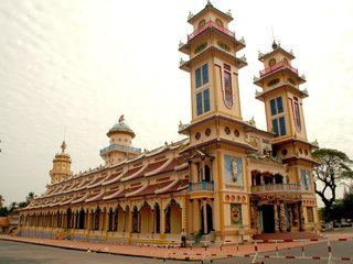 Ho Chi Minh - Cao Dai Temple – Cu Chi Tunnels (B, L)