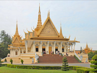 Siem Reap – Phnom Penh City Tour (B, L)