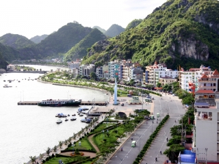 Halong Bay – Cat Ba Island (B, L, D)