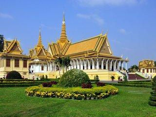 Chau Doc – PhnomPenh City Tour (B, L)