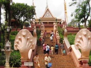 Phnom Penh City Tour (B, L)
