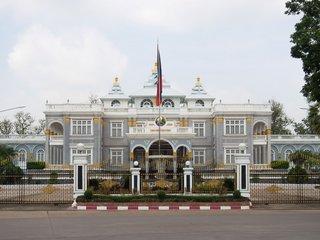 Vang Vieng – Vientiane (B, L)