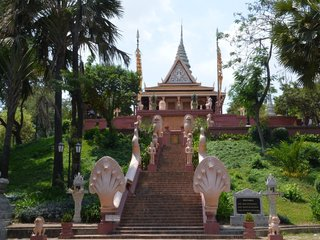 Siem Reap - Phnom Penh City Tour (B, L)
